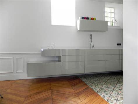 le suspendue cuisine cuisine suspendue dans appartement haussmannien