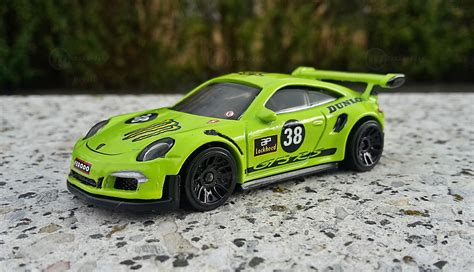 Hotwheels Porsche diecast porsche 911 gt3 rs 991 modelcar wheels 1 64 in green owned by fred