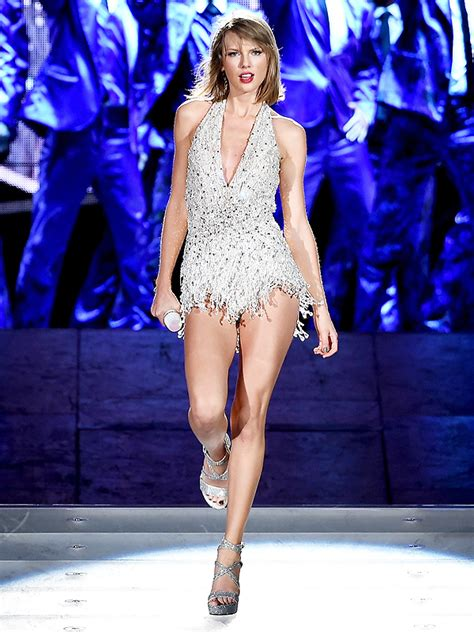 taylor swift style live victoria s secret taylor swift s 1989 world tour outfits the inspiration