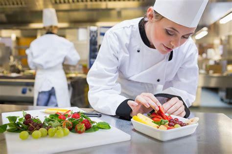 la cuisine p駻uvienne focus sur le m 233 tier de cuisinier