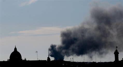 sfascia carrozze roma roma incendio in uno sfasciacarrozze timori nube tossica