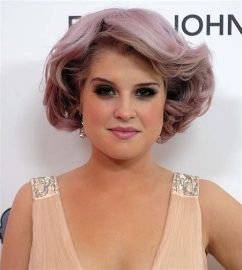 does kelly osbourne wear a purple wig kelly osbourne s bangs are a new way to wear purple hair