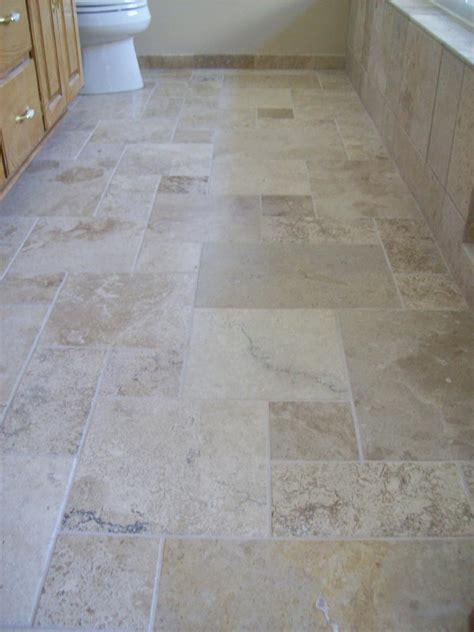 Floor Design: Engaging Small Bathroom Decoration Using