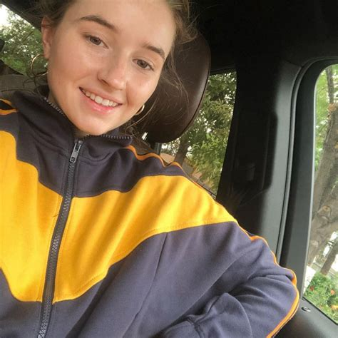 kaitlyn dever personal pics