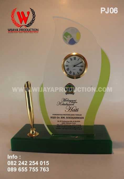 Plakat Jam Meja by Plakat Akrilik Pen Holder Dengan Jam Meja