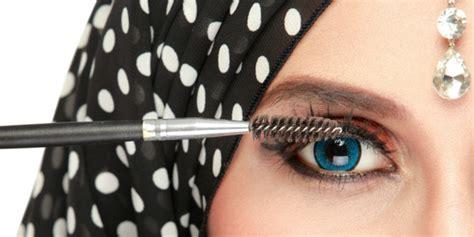 tutorial eyeliner unik 5 tutorial makeup kocak yang menarik dicoba dream co id
