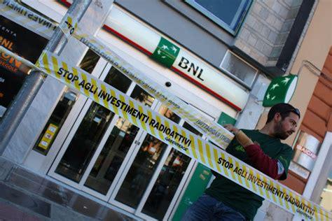 banche bari greenpeace bari greenpeace a bari protesta contro banca