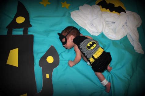 una enfermera hizo trajes de super heroes  los