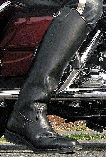 most comfortable motorcycle for tall riders just boots