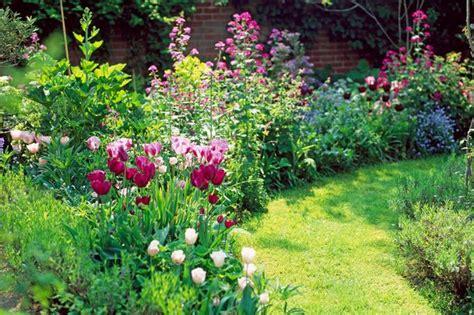 Bulb Garden Ideas How To Plant Bulbs For Colour In Your Garden Mirror