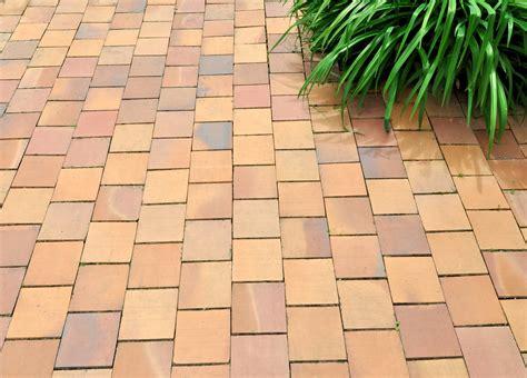 terrasse versiegeln terrassenplatten versiegeln langfristiger schutz vor flecken