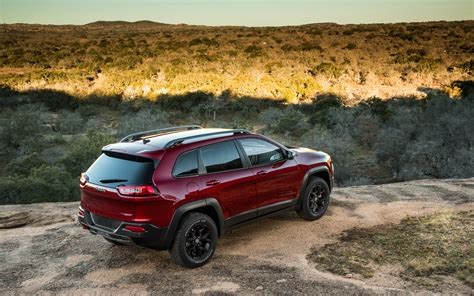 jeep trailhawk 2014 2014 jeep cherokee trailhawk rear view photo 32
