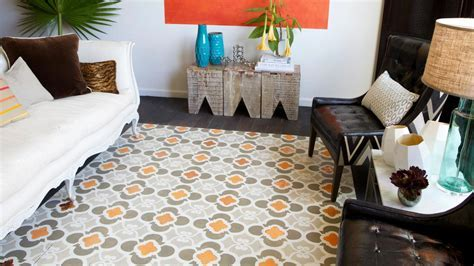 How to Stencil a Faux Rug on Hardwood Floors   how tos   DIY