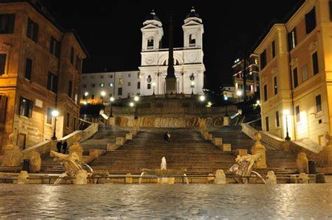barcaccia illuminazione roma roma fontana della barcaccia bernini