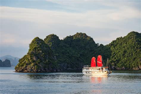 hanoi junk boat cruise guide to halong bay vietnam how to choose the best