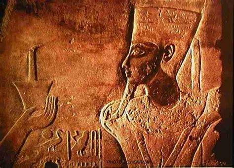 le kyphi parfum des dieux egyptiens terrepaienne