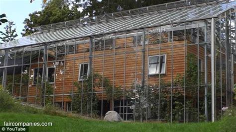 Carport Garage Plans Un Couple A Construit Un Effet De Serre Autour De Sa