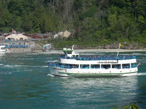 niagara falls boat rental american falls the smallest and on the canadian side