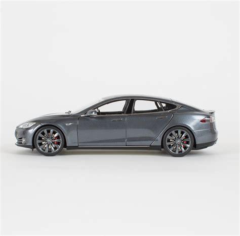 Tesla Scale με 190 μπορείς να αγοράσεις μια αυθεντική μινιατούρα του