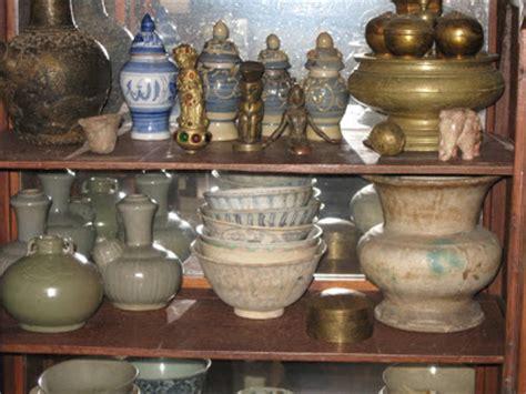 Koin Ir Soekarno perantara jual beli koleksi kuno quot guci quot dari