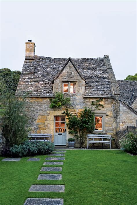 cottage uk caroline holdaway cotswold cottage real homes interior