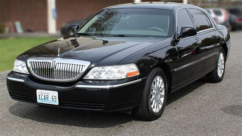 Airport Town Car by Seattle Limousine Town Car And Sedan Services To