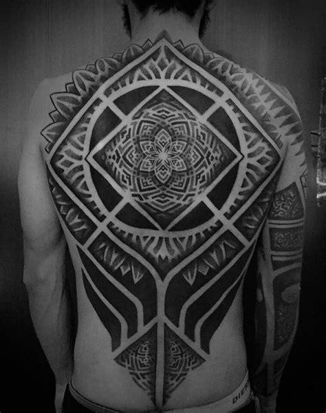geometric tattoo artist kent 113 best geometric tattoo images on pinterest mandala