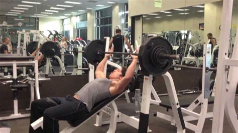 zac efron bench press 100 zac efron bench press zac efron reveals how he
