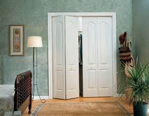 les portes de placard pliantes pour un rangement joli et