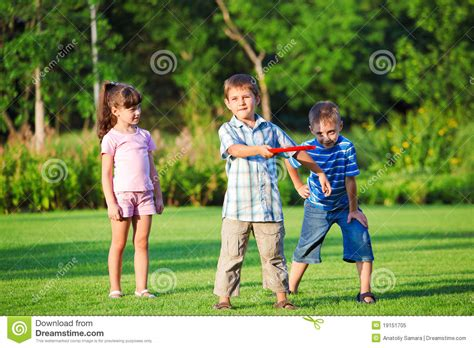 kids playing in backyard kids playing freesbee royalty free stock photo image