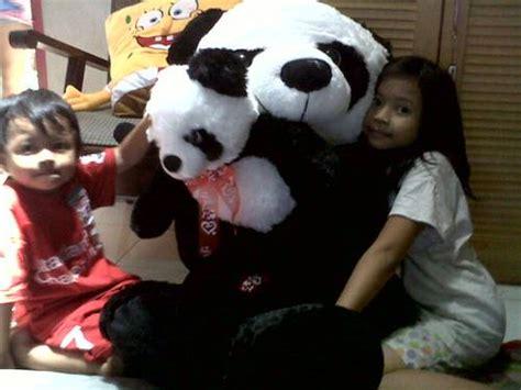 Boneka Panda Besar Anak Panda Panda Big Size dinomarket pasardino boneka panda besar lucu gendong anak