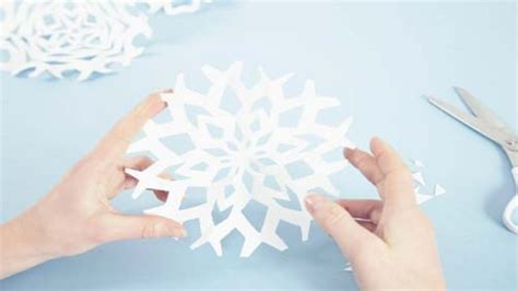 How To Make Snowflake Decorations Out Of Paper - diy decorations snowflakes 171 paper jewels