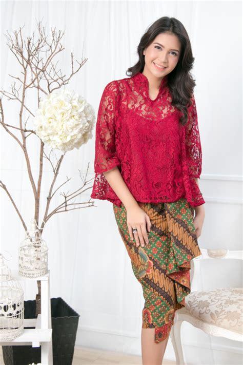 Kaftan Aurelia Maroon everlasting batik