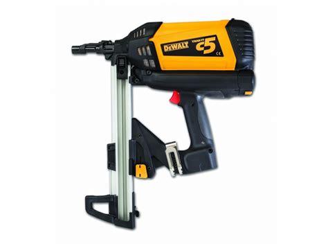 dewalt c5 track it compact gas nailer kit inc 2 batteries