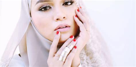 Haram Lipstick Brands breaking halal makeup with zahara by amira geneid malaysia tatler