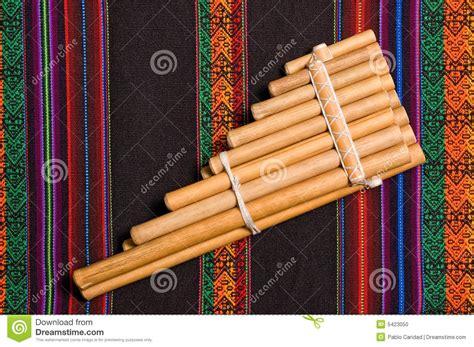 imagenes de instrumentos musicales andinos instrumento musical del viento andino foto de archivo