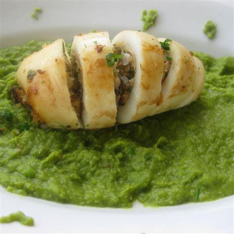 cucinare seppie ripiene 3 seppie ripiene al forno su crema di piselli fresco pesce