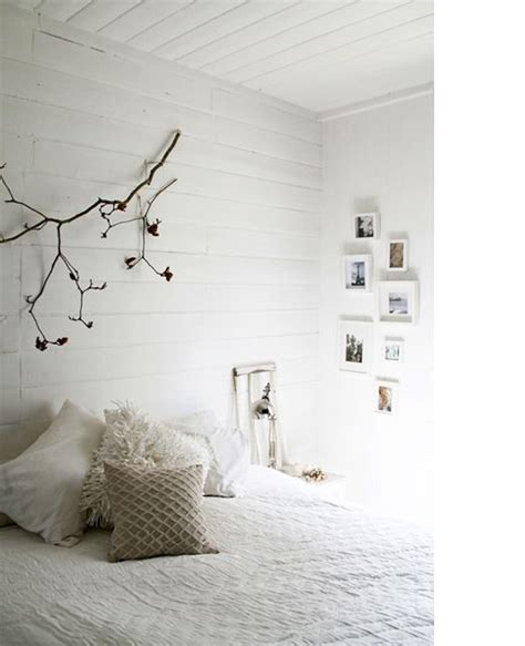 Home And Decoration chambre blanche mur lambris blanc