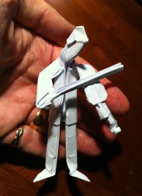 Origami Violin - 298 violinist setting the crease