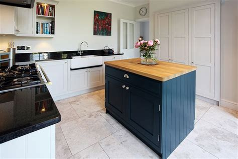 hand painted shaker kitchens hallmark kitchen designs hand painted in farrow ball cornforth white hague blue
