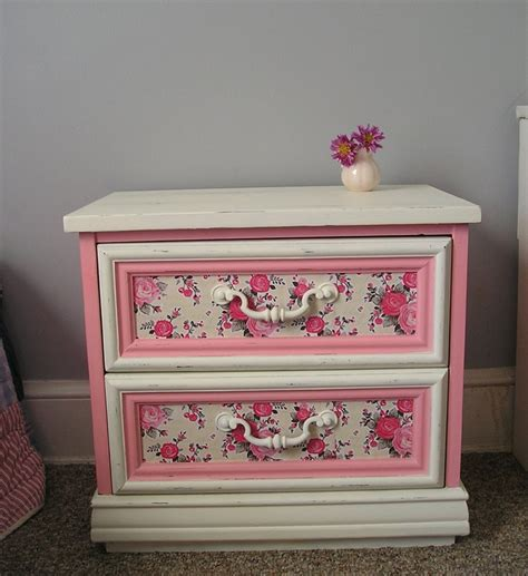 Decoupage Bedside Table - 17 best images about decoupage on nesting
