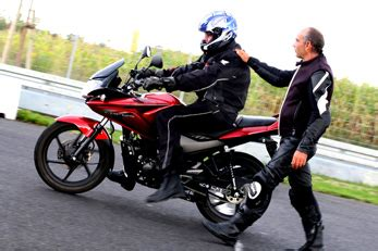 Motorrad F Hrerschein Dauer Kosten by Honda Fireblade Honda Nachrichten Honda Bietet Wieder