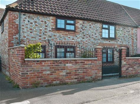 Cottages In Great Yarmouth by White Stones Cottage Ref Ukc1869 In Caister On Sea