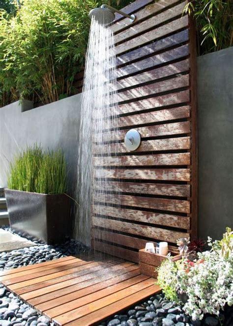 doccia in giardino una doccia da sogno in giardino per rinfrescarti d estate