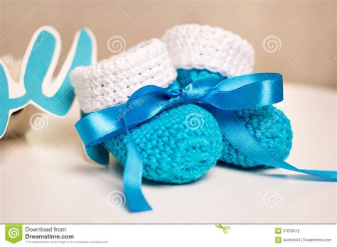 babies accessories blue knitted baby shoes with blue ribbon stock photography