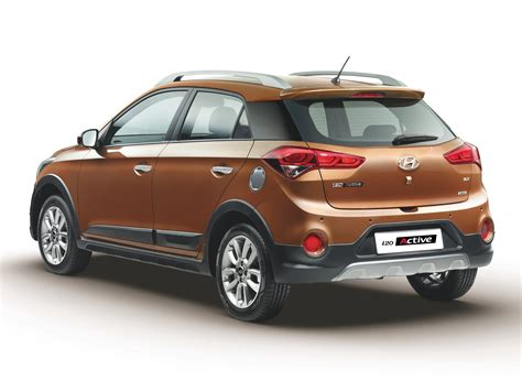 Hyundai i20 Active photo gallery   Car Gallery   Premium