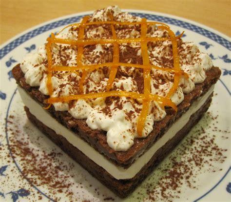 come bagnare il pan di spagna torta a doppio strato con pan di spagna al cacao bagna