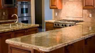 les comptoirs de cuisine et de salle de bain