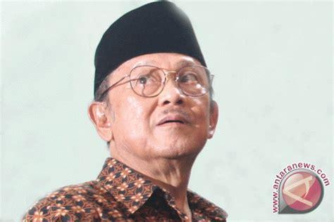 bj habibie bj habibie to receive quot star of soekarno quot award salak