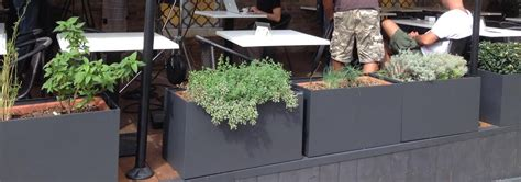 fioriere in metallo fioriere in metallo nel ristorante lord bio cuadra